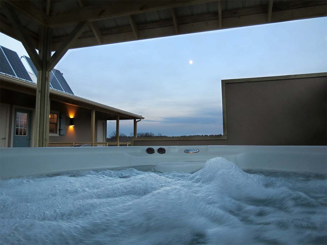 Hot tub at Rocky Comfort Cabins